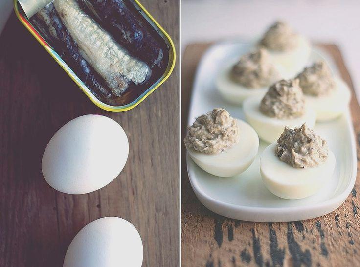 Trufla: Jajka faszerowane sardynkami z chrzanem.