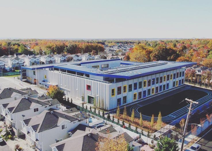This school runs completely on solar energy! Wouldnt it be awesome if your city offered schools like this. What if your company could construct such a phenomenal structure. Click the link in our bio for more information! #cleanenergy #2k18sustainsbleenergy