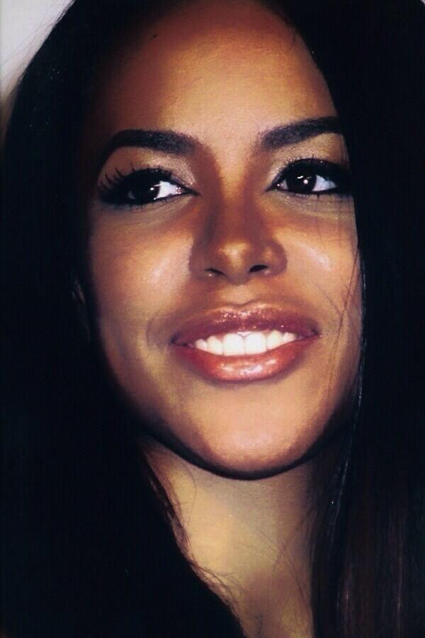 "( 2016 IN MEMORY OF ★ † AALIHAH "" ♪♫♪♪ R&B / pop / hip hop "" ) ★ † ♪♫♪♪ Aaliyah Dana Haughton - Tuesday, January 16, 1979 - 5' 7½"" - Brooklyn, New York City, New York, USA. Died: Saturday, August 25, 2001 (aged of 22) - Marsh Harbour, Abaco Island, Bahamas. Cause of death; (airplane crash)."