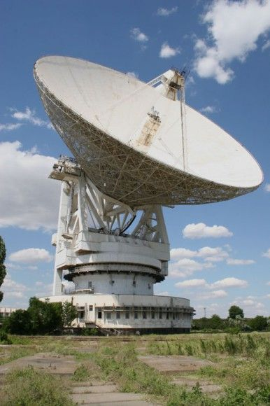 Communicating Across the Cosmos, Part 1: Shouting into the Darkness by PAUL PATTON on NOVEMBER 20, 2014 The 70 meter Evpatoria Planetary Radar radio telescope in the Crimea was used to transmit interstellar messages in 1999, 2001, 2003, and 2008