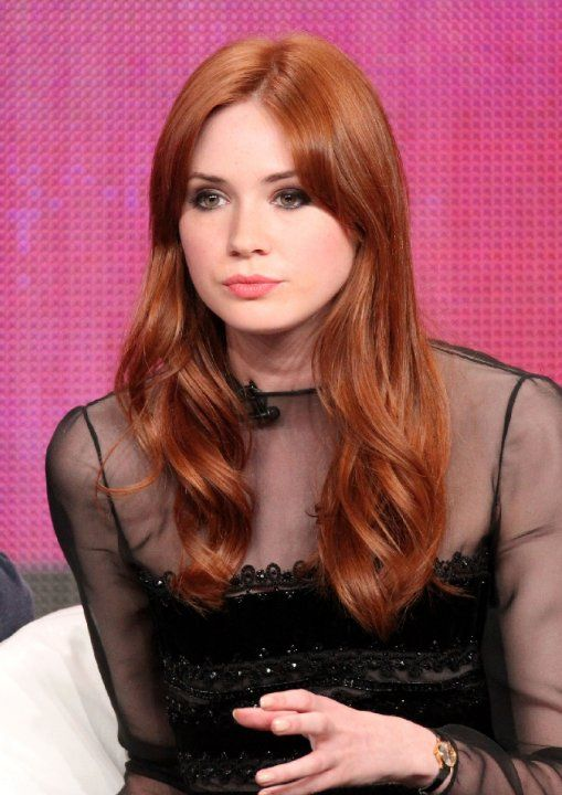 """Mistress Denna played by Karen Gillan (5'10""""). Denna is described as having long, auburn hair), height almost equaling Richard's, and brown eyes with the hardness of steel in them."""