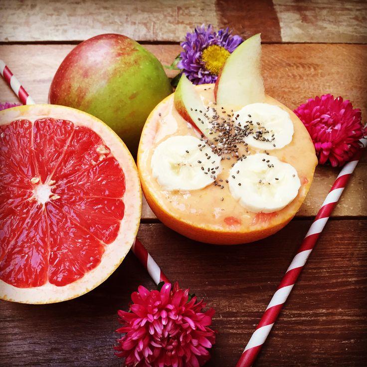 Rezept für einen Grapefruitsmoothie mit Grapefruitsaft, Bananen, Apfel und Chiasamen.