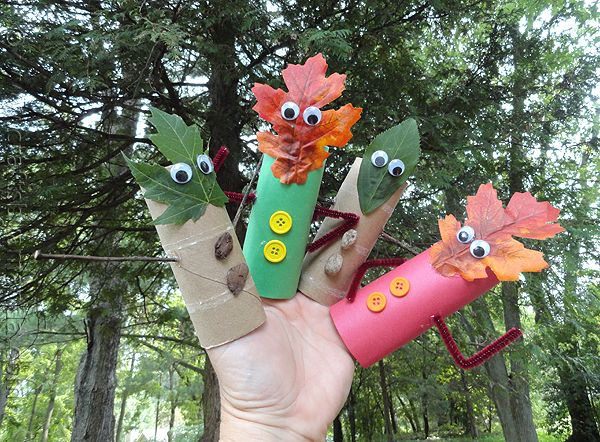 Take your class on a nature walk this fall to teach them about the leaves changing. Collect fallen leaves and use them to create fun and easy finger puppets for autumn.