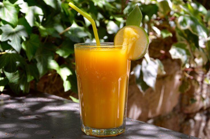 Un jus aux notes exotiques rafraichissant et plein de vitamines! Ingrédients pour 3 personnes 1 ananas 2 mangues 2 citrons verts Préparation : Peler l'ananas et le couper en morceaux. Peler les mangues et la couper en morceaux. - Avec un blender : Presser...