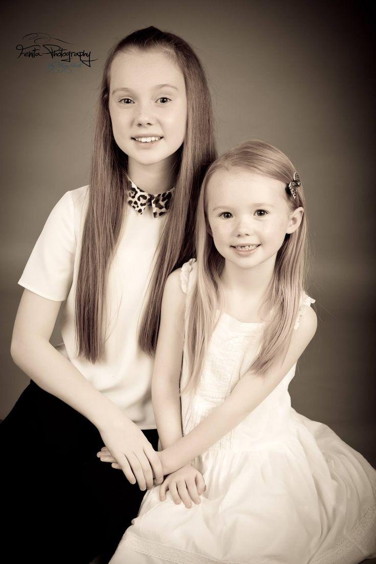 #fenitaphotographystudio #childrenphotographerinliverpool #liverpoolchildrenphotography #siblingphotography #sisterphotography