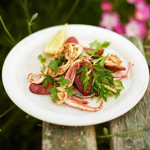 Salade van krokante chorizo & inktvis recept - Jamie magazine