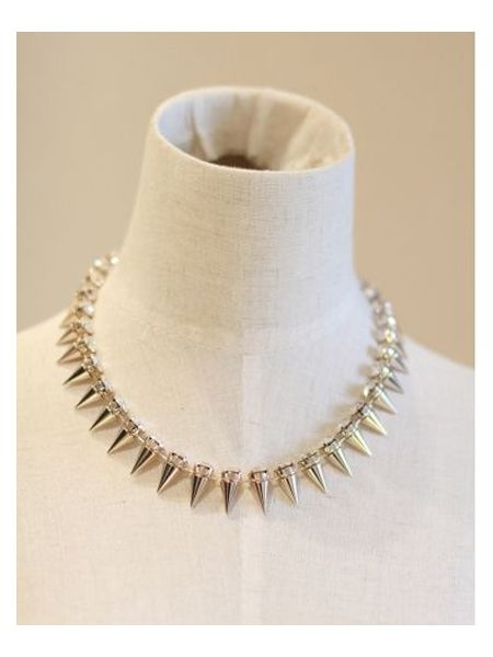 Spikes with subtle top diamonds