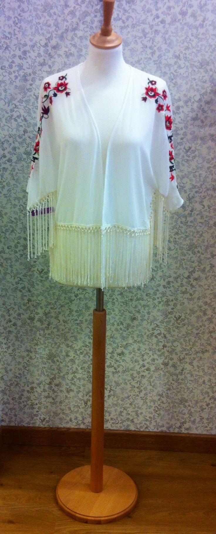 Kimono corto bordados en los hombros