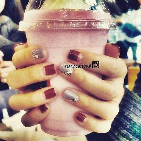 #burgundynails #deepfrench #swarovskinails #nails #nailart #naildesign #nailstagram #gel #gelnails #gel甲 #gelnailart #美甲 #diy #manicure #abalico