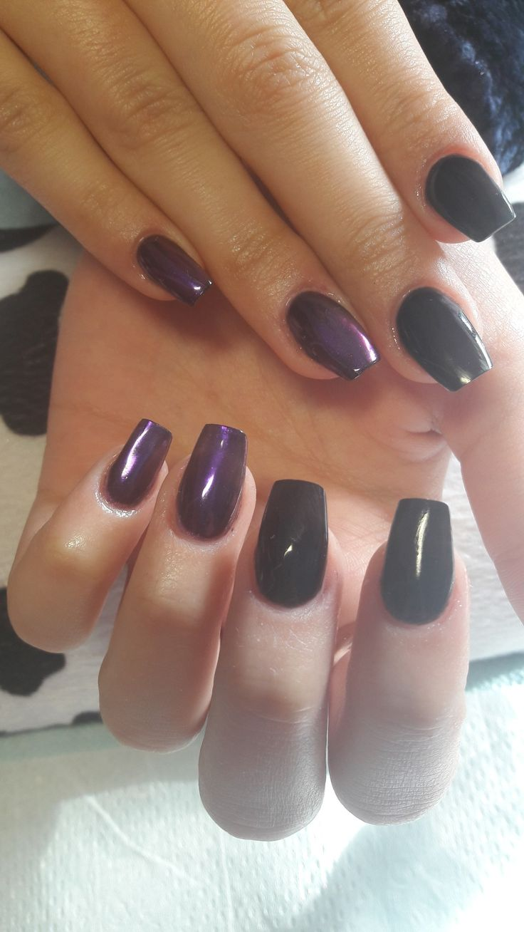Black nails with purple mirror