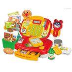 お届け目安:翌日までに発送(土日祝除く) 倉庫A 種別:おもちゃ 発売日:2015/06/18 説明:いっぱいあそんで、楽しくまなべちゃう♪高機能レジスター玩具!  1.5歳から4歳までの幅ひろ〜く楽しめるよ!  商品をスキャンの方法は2つ。 ばいきんまんのハンドスキャナーと、星の形のピピッとセンサーに7つの付属の小物をスキャンすると商品名を読み上げます。 また、新しい機能としてポイントカードあそび、スマートフォンで電子マネー遊びができるようになりました! 知育モードで、計算問題で遊んだりべた、数字をおぼえたり 数字をまなべます。また3色のコイン.... セガ・トイズ カテゴリ_トイホビー_女の子のおもちゃ_ままごと_レジスター・カート_アンパンマン 対象年齢:1歳6ヶ月以上 セガトイズ あんぱんまん ANPANMAN おみせでおかいものスキャンでピッピ!アンパンマンレジスター ガールズトイ ままごと レジスター・カート レジ レジスター ままごと ごっこ遊び お店屋さん 店員 スキャン 登録日:2015/02/16