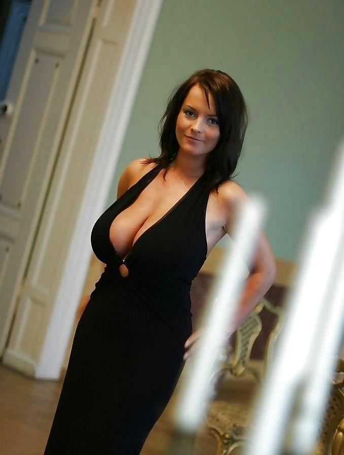 Жены с большой грудью в декольте #9
