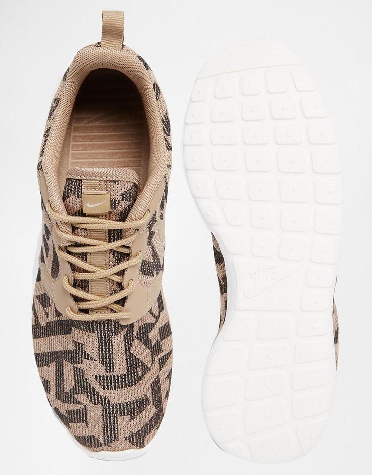 Image 3 of Nike Roshe Run Jacquard Animal Print Trainers