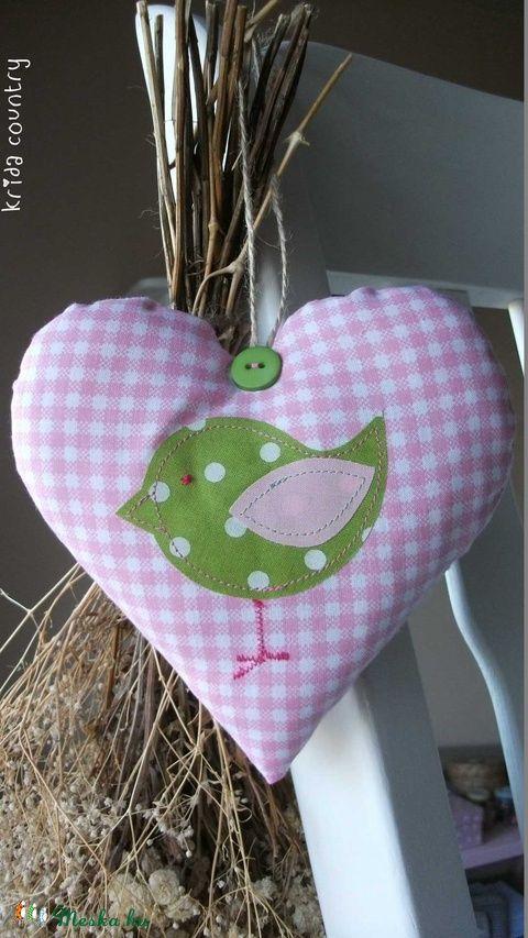 Meska - Madárka (rózsaszín-zöld) - vidéki romantika szív kridacountry kézművestől