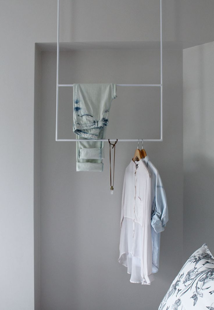 Dpto. N.Balboa // Dormitorio blanco+gris   Colgador Studio M+S //  Sybil Roose (Visybilidad)