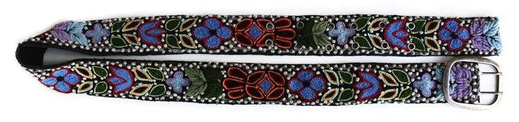 Cinturón bordado a mano con la técnica de relleno sobre tela de tul. Qalán te ofrece catorce diseños de cinturones bordados. Cualquiera de ellos es el mejor complemento para un pantalón jean.