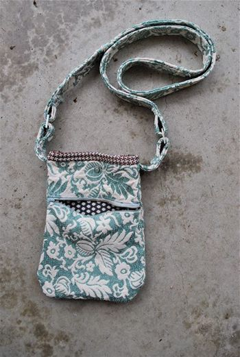Just a Little Purse ~ A Tutorial   Sew Mama Sew   Bringing you outstanding sewing, quilting, and needlework tutorials since 2005.