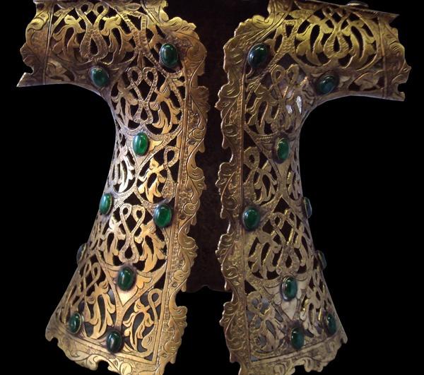 Oyma ve ajur işçilikle kaftan Osmanlı dönemindeki kumaş kaftanlardan esinlenerek yapılmıştır, 20 cm'den 1.5 metreye kadar yapılabilmektedir ….......   tekkalem.net