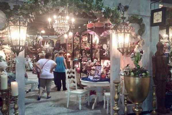 10 of the best antique and flea markets in Texas.
