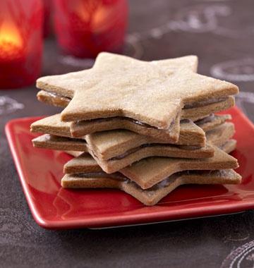 Etoiles de Noël à la cannelle, fourrées à la crème de marrons - les meilleures recettes de cuisine d'Ôdélices  http://www.odelices.com/recette/etoiles-de-noel-a-la-cannelle-fourrees-a-la-creme-de-marrons-r1314