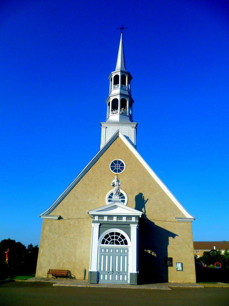 https://flic.kr/p/xzqLj7 | St-André, Kamouraska, Québec | St-André, Kamouraska, Québec. L'église de Saint-André a été classée monument historique en 2004. Construite en pierre de 1805 à 1811, elle est la plus ancienne église du Bas-Saint-Laurent.
