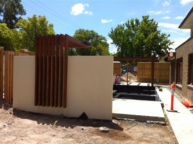 Contemporary Pergola cantilevered Screening behind bbq