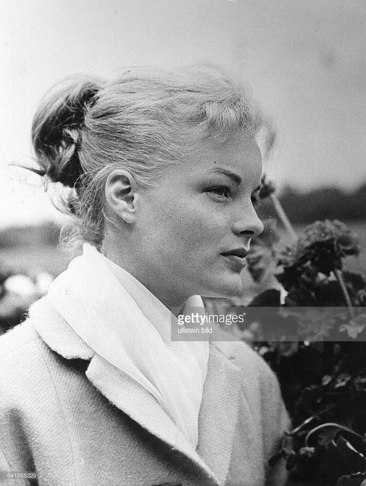 Schneider, Romy *-+Schauspielerin, D- Portrait im Seitenprofil- um 1960