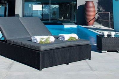 Black Outdoor Furniture for a Contemporary Atmosphere