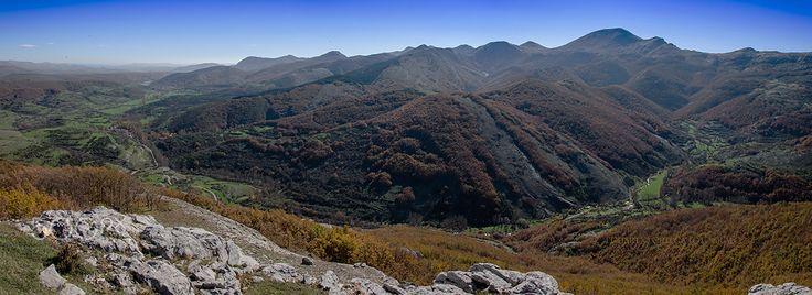El gigante tumbado - San Martin de los Herreros Rebanal de las Llantas y Peña Redonda con el Gigante tumbado en el valle estrecho...