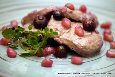 Filetto di maiale saltato in padella con mirtilli e melograno al profumo di Tequila    http://lapiccolacasa.blogspot.it/2012/12/filetto-di-maiale-saltato-in-padella.html
