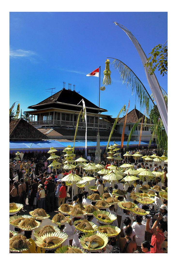 Serentaun is a ceremonial rice harvest Sundanese people who made ​​every year