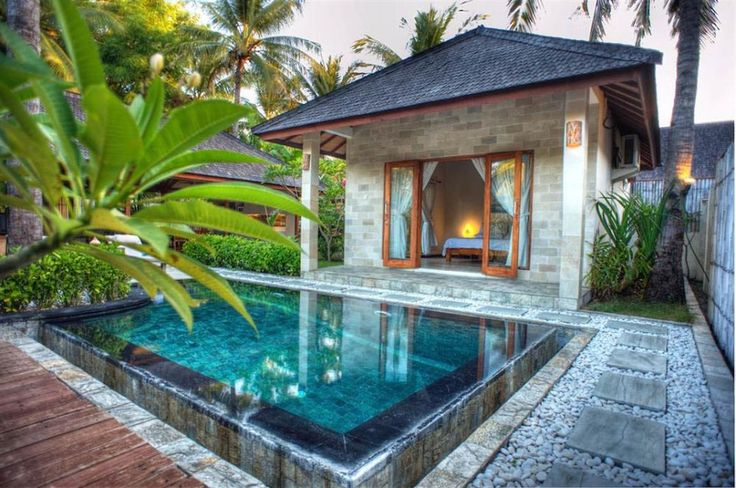 Kelapa Luxury Villasis tucked away in a coconut plantation in the North West corner of Gili Trawangan, which itself is one of three Gili Islands that are in turn situated just off the North west corner of the Indonesian island of Lombok that lies just due East of Bali.
