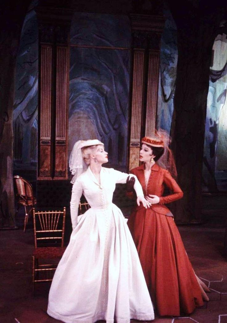 Mary Ure and Vivien Leigh in Duel of Angels, 1958, at the Helen Hayes Theater.  Photo: Leonard McCOMBE.