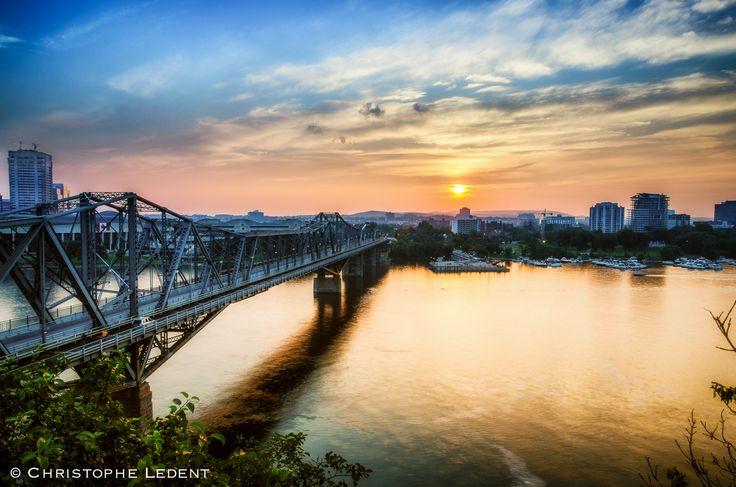 Ottawa seen 365 ways in 365 days: 362 - Alexandra Bridge at Sunset as seen from Nepean Point