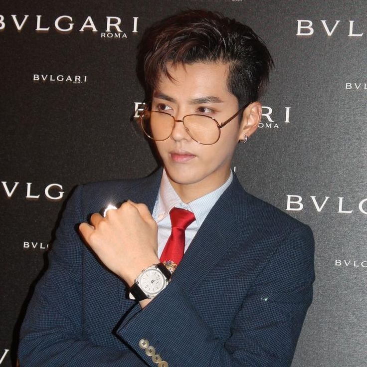 Kris Wu at Bulgari's unveiling of the world's thinnest chronograph watch, which he is wearing on the red carpet event here. The Jewellery Editor and Baselworld partnership that sees high jewellery and luxury watches come together on our website: http://www.thejewelleryeditor.com/about-us/baselworld-digital-media-partner-2017/ #jewelry