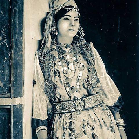 La femme algérienne d'antan ou un naturel de toute beauté. المرأة الجزائرية بالأمس و الجمال الطبيعي . Algerian women of yesteryear or natural beauty. #Algérie#Algeria#tunisia#lybia#mauritania#polisario#sudan#egypt#saudiarabia#ksa#uae#qatar#dubai#kuwait#t #oman#yemen#jordan#syria#lebanon#palestine#iraq#turkey#istanbul#france#paris#allemagne#canada#usa##uk