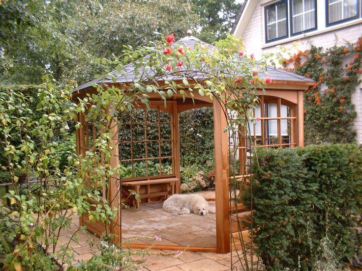 25 beste idee n over tuin prieeltje op pinterest klokkenbalken raised beds en tuinbloemen - Smeedijzeren pergola voor terras ...