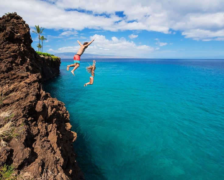 Cliff Jumping!  11 Places You Can't Miss In Hawaii (Oahu). A quick preview of the top spots you need to see on your next trip to Hawaii! - Avenly Lane Travel