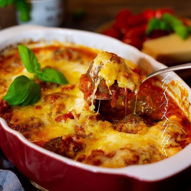 Stora Saftiga Italienska Kottbullar Bakade I Ugn Med Tomatsas Och