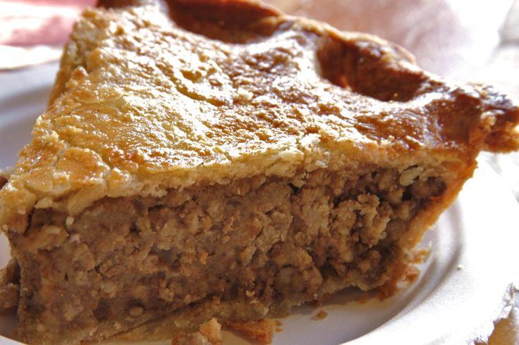 Tellement plus savoureuse et facile à digérer, vous ne regretterez pas la traditionnelle tourtière. Prévoir du bouillon de légumes et une abaisse de recette de Pâte à Tarte ( page 491 ) dans laquel...