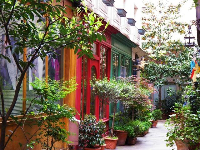 Passage de l'ancre  223 rue Saint Martin  75003 Paris