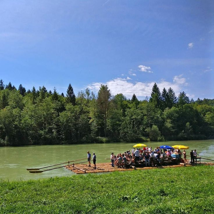 down by the river...  .  #natureknowsbest #deinbayern #summerinthecity #instanature #bayern #tratwa #floß #rafting