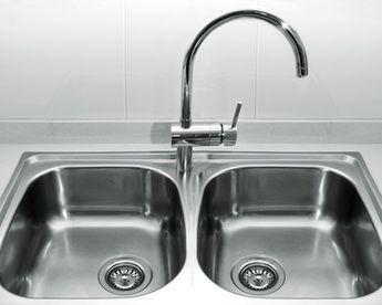 Comment nettoyer votre évier en inox, en céramique ou en résine ? Je vous invite à utiliser la recette « fait maison », que je vous indique un peu plus loin d(...)