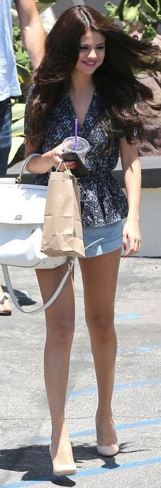Who made Selena Gomez's denim shorts, white handbag, and nude pumps that she wore in Ventura on June 28, 2013? Shorts – American Apparel  Purse – Dolce & Gabbana  Shoes – Giuseppe Zanotti