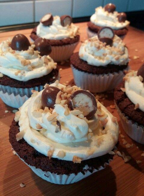 Kinder-Schokobons-Cupcakes   Rezept-Quelle: Kaffee & Cupcakes