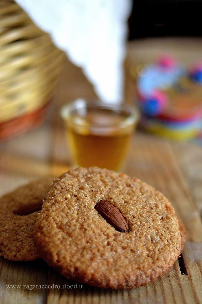'nZuddi Biscotti tipici Siciliani con mandorle,miele e cannella http://www.zagaraecedro.ifood.it/2015/10/nzuddi-biscotti-siciliani.html
