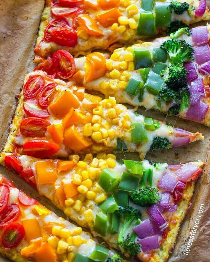 This pizza is too pretty to eat! ☺ Regrann from #eatcleanok -  Está idea que encontré en Pinterest me pareció ultra fácil y espectacular. La receta originalmente está hecha con base de coliflor, pero la voy a cambiar y voy a probar hacerla con base de RICOTA que queda increíble (el otro día #beauty.freak.room me hizo probar, la prepare en casa y fue un 10)   PIZZA MULTICOLOR CON BASE DE RICOTA  ✔️para la base:  500 gs de ricota descremada (1 paquete)  1 huevo  3 claras...