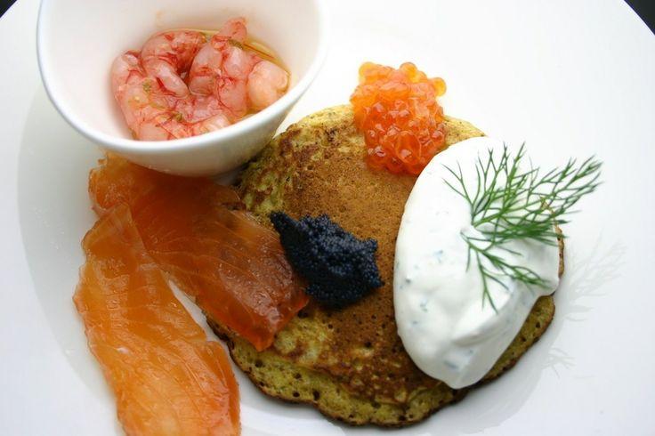 Blinis al grano saraceno con salmone marinato