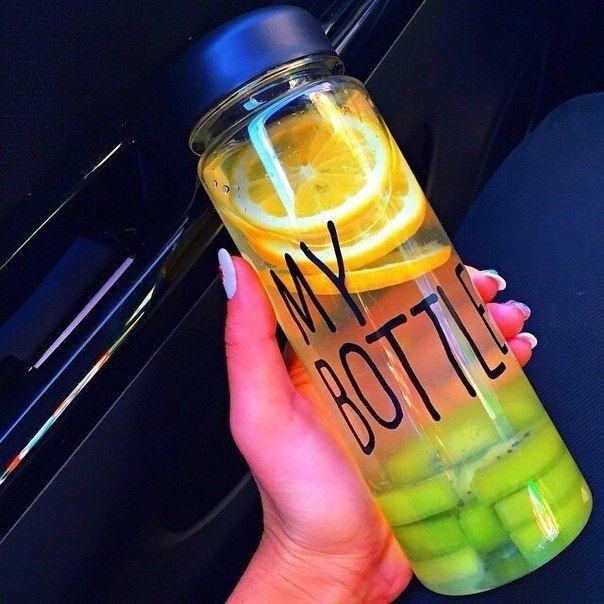 . Botol kece yang lagi booming di KOREA JEPANG dan CINA!! Ayo sebelum banyak yang pake biar kamu jadi trendsetter!! Baru kejual 863 botol nih -------------------- KEREN untuk: Olahraga infused water Dijual lagi  Sebagai hadiah  Hadiah buat anak -------------------- -HARGA: 69.000 -WARNA: HITAM PUTIH BIRU KUNING HIJAU PINK -material : Tritan (BPA Free) -Diameter : 6.5cm -Height : 19.5cm -Volume : 450ml - 500ml -Usage Temperature : -40  100 -No microwave -Include penahan supaya ketika minum…