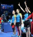 準決勝進出を決め、笑顔でスタンドにあいさつする(左から)伊藤、福原、石川 #リオ五輪